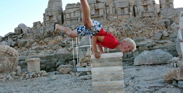 Photo of 10 Yaşındaki Çocuktan Nemrut Dağında Müthiş Şov (Özel haber)