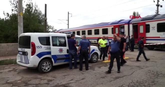 Photo of Gölbaşı'nda Trenin Çarptığı Kadın Hayatını Kaybetti