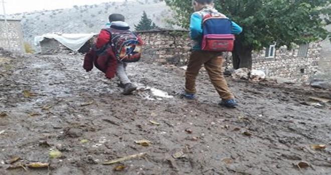 Photo of Gerger'de Eğitimin Çamura Gömüldüğünün Fotoğrafı
