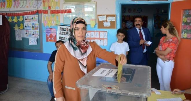 Photo of Besni'de Seçilen İlk Kadın Muhtar Göreve Başladı