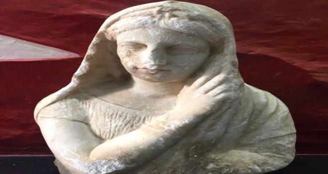 Photo of Roma Dönemine Ait Bir Heykel Ele Geçirildi