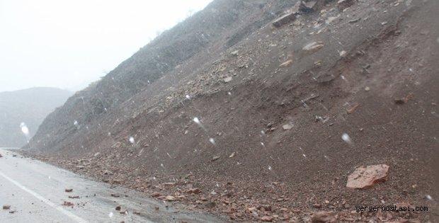 Photo of Adıyaman – Çelikhan Yolu Tehlike Saçıyor