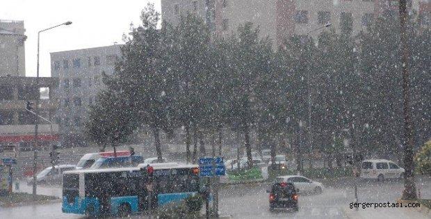 Photo of Adıyaman'da Dolu Ve Yağmur Yağışı