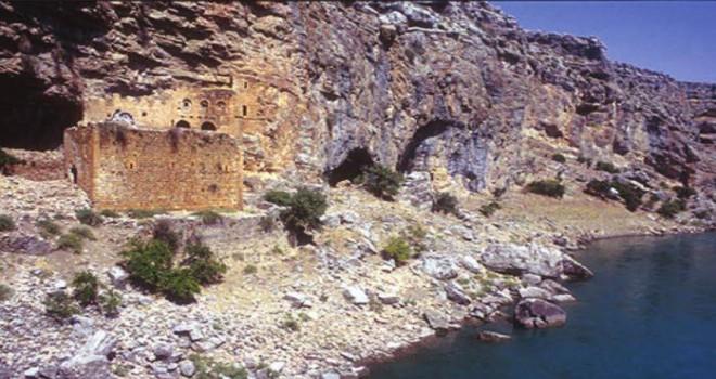 Photo of Gerger'de Sulara Gömülen Tarihi Manastır