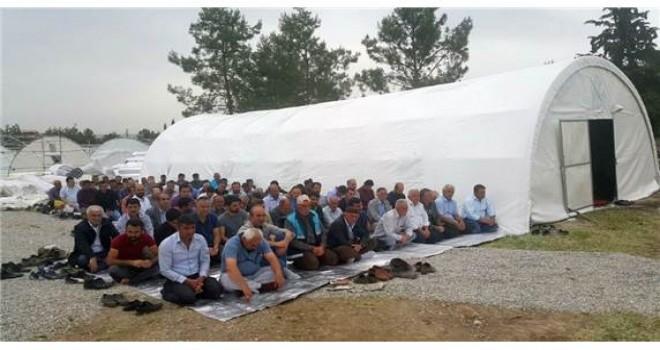 Photo of Samsat'ta Cuma Namazı Çadırda Kılındı