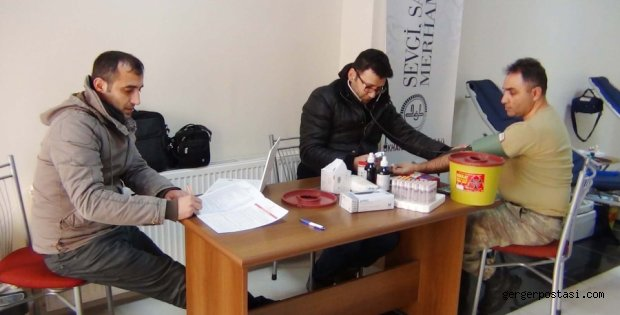 Photo of Çelikhan'da Askerler Kan Bağışında Bulundu