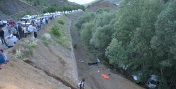 Photo of Çelikhan'da Katliam Gibi Kaza 4 Ölü 5 Yaralı