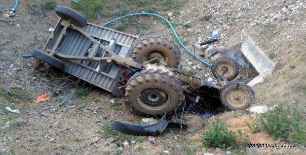 Photo of Çelikhan'da Traktör Şarampole Devrildi: 4 Yaralı