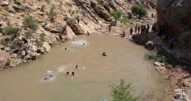 Photo of Köylü Gençler Kendi Göletlerini Yaptı