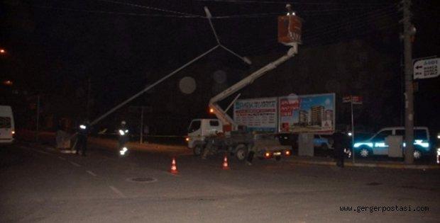 Photo of Elektrik Direğini Devirip Kaçtı