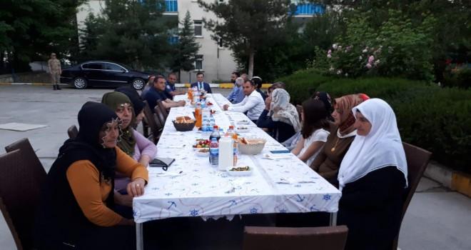 Photo of Gerger'de Şehit Aileleri ve Gaziler Onuruna İftar Yemeği