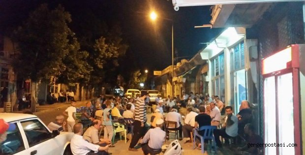 Photo of Gerger Halkı Yine Sokakta: Darbeye Karşı Demokrasi Nöbeti