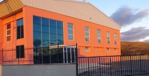 Photo of Gerger İlçemize Yapılan Kapalı Spor Salonu Hizmete Girdi