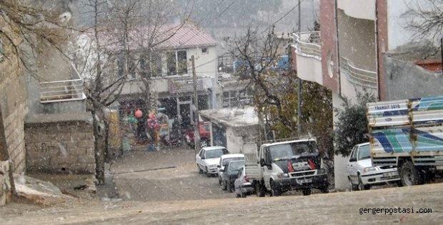 Photo of Gerger'de Kar Yağışı Başladı