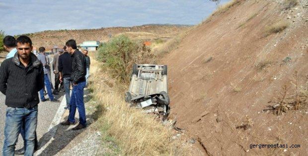 Photo of Hafif Ticari Araç Şarampole Devrildi: 5 Yaralı