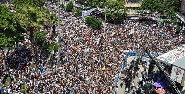 Photo of İNANILMAZ AMA GERÇEK BURASI ADIYAMAN HDP MİTİNGİ! ALANDA İNSAN SELİ YAŞANDI