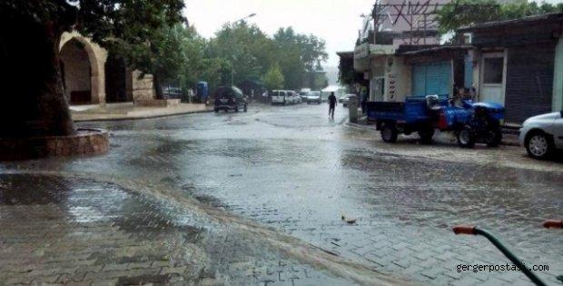 Photo of Şiddetli Yağmur Sele Neden Oldu