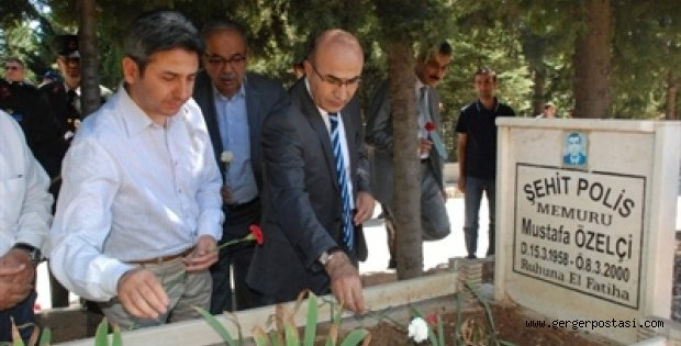 Photo of Vali Demirtaş ve İl Protokolünden Şehitlik Ziyareti